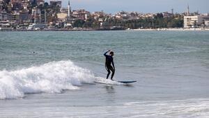 Alanyada sörfçülerin deniz keyfi