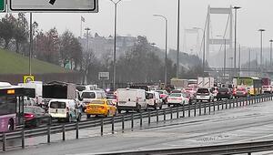 Son dakika haberler: Fatih Sultan Mehmet Köprüsünde trafiği kilitleyen kaza
