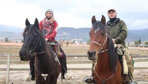 At sırtında dünya turu... 700 kilometreden fazla yol yaptılar