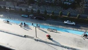 İstanbuldaki mavi boyalı bisiklet yolunda büyük tehlike