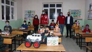Kızılaydan Şırnaklı 300 öğrenciye, eğitim seti ve oyuncak