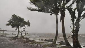 Fiji'yi vuran Yasa Kasırgasında 2 kişi öldü