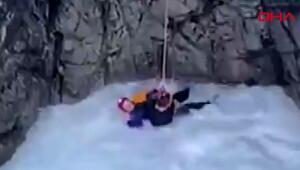 Nehire düşen kişi donmaktan son anda kurtarıldı
