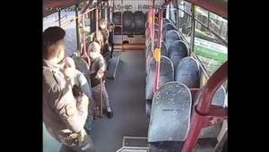 80 yaşındaki kadın yasağa rağmen bindiği halk otobüsünden inmemek için direndi