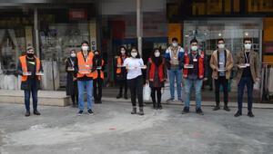 Kırmızı Montlulardan sokak hayvanlarına mama ve süt yardımı