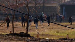 Kısıtlamada futbol oynayan gençler polisi görünce lahana tarlasına kaçtı