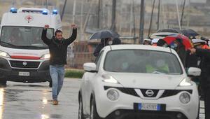 Bingazide alıkonulduktan 108 gün sonra serbest kalan İtalyan balıkçılar evlerine döndü