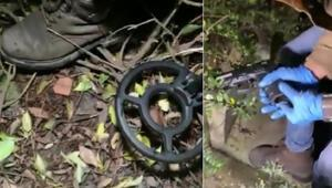 Saldırıda kullanılan silahları polis metal dedektörü ile böyle buldu