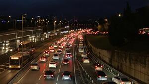 56 saatlik kısıtlama sonrası 15 Temmuz Şehitler Köprüsünde trafik yoğunluğu