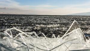 Çıldır Gölünde kutupları aratmayan görüntüler