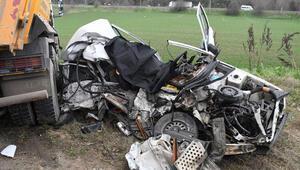 Son dakika haber... Çorluda otomobil ile kamyon çarpıştı: 1 ölü