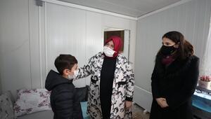 Bakan Selçuk, İzmirde kurulan konteyner kenti ziyaret etti