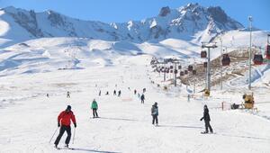 Erciyes Kayak Merkezine yabancı turist ilgisi