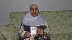 103 yaşındaki Emine nine, koronavirüsü de yendi