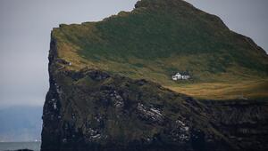 Koca adada 100 yıldır boş duruyor 'Dünyanın en yalnız evi' olarak adlandırıyorlar...