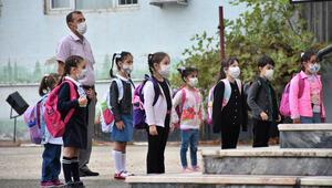 Okullar ne zaman açılacak Okullar açılacak mı MEB'den uzaktan eğitim açıklaması