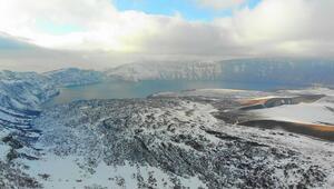 Dünyanın ikinci büyük krater gölü: Nemrut...  Kış görüntüsüyle kendine hayran bırakıyor