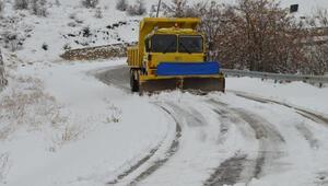 Elazığda kar yağışı nedeniyle 90 köy yolu ulaşıma kapandı
