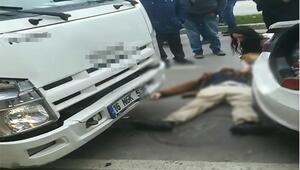 Bursa'da iki aracın arasında sıkışan vatandaş yaralandı