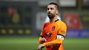 Galatasarayda kaptan Arda Turan direksiyona geçti