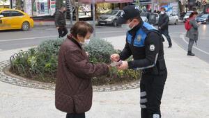 Kadıköyde polisten kadınlara KADES bilgilendirmesi