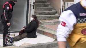 Son dakika haberleri... Üsküdarda feci olay Yaralı kadınlar sokağa çıkıp yardım istedi