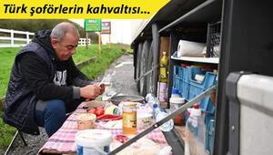 Son dakika...Türk TIR şoförlerinin kahvaltısı İngilizlerin ilgi odağı oldu