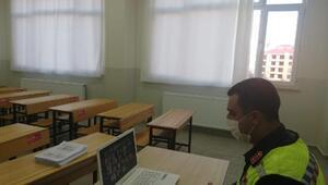 Jandarma ekipleri 257 öğrenciye uzaktan trafik eğitimi verdi