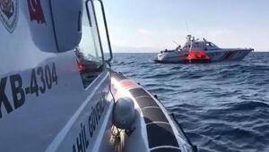 Yunanistanın ölüme terk ettiği 55 kaçak göçmeni, Sahil Güvenlik ekibi kurtardı