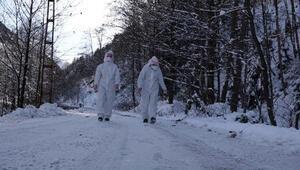 Zor şartlarda koronavirüsün izini sürüyorlar Ev ev dolaşıp...