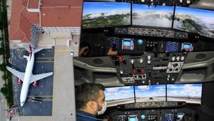 Antalyada lise bahçesinden havalanan uçak dünyayı geziyor