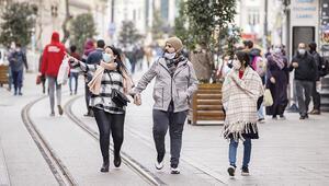 Turistler İstiklal'e aktı