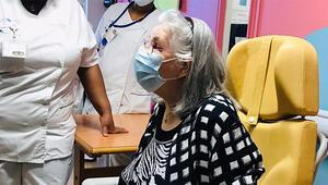 Fransa koronavirüs aşılarını uygulamaya başladı