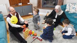 AK Parti Osmaniye Milletvekili Mücahit Durmuşoğlu ile eşi, Aile Meclisinde: Çat kapı tanışma