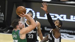 NBAde Gecenin Sonuçları | Dallas, Clippers maçının devresine 50 sayı farkla girdi Rekor...