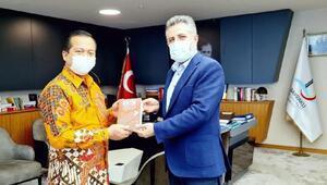 Başkan Sandal, Endonezya Büyükelçisine Nutuk hediye etti