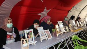 Diyarbakırda evlat nöbetindeki anne: Kardeşin askere gidecek, onu mu öldüreceksin