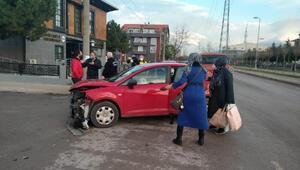 Gölcükte 3 otomobil çarpıştı: 1 yaralı