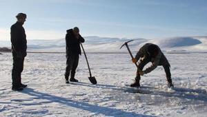 Çıldır Gölünde Eskimo usulü balık avı