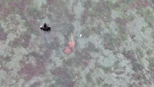 Kocaelide polisi görünce sazlıklara kaçan midye toplayıcıları tek tek yakalandı