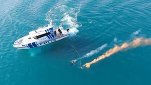 Deniz polisinden, boğulan kişiyi kurtarma tatbikatı