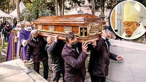 Vatikan'ın İstanbul Temsilcisi özel tabutla defnedildi