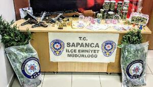 Sapanca'da evde silah ve uyuşturucu ele geçirildi