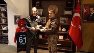 Trabzon Emniyet Müdürü Alper, Yusuf Yazıcıyı maç oynamaya davet etti