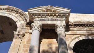 Anavarza Antik Kentinde arkeologları heyecanlandıran izler