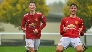 İngiltereyi karıştıran çocuk; Charlie McNeill 17 yaşında, 8 gol...