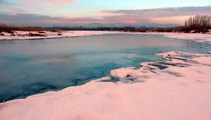 Van Gölü kıyıları kısmen dondu