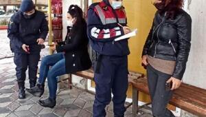 Kadın jandarma personeli kapı kapı dolaşıp KADESi tanıttı