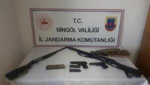 Bingölde bir evde silah ve mühimmat ele geçti