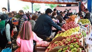 Adanada, yılbaşı kısıtlaması öncesi semt pazarlarında yoğunluk